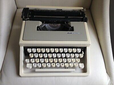 Vintage OLIVETTI LETTERA 31 Portable Typewriter in Carry Case