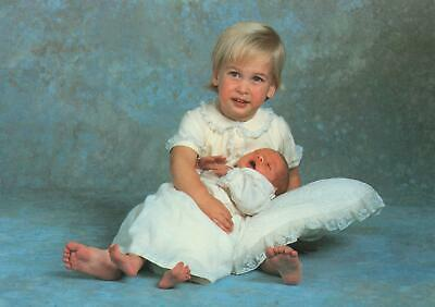 PRINCE WILLIAM AGED 2 with BABY PRINCE HARRY Lord Snowdon PHOTO POSTCARD -UNUSED