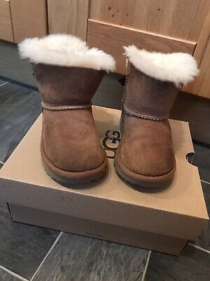 Girls Mini Bailey Bow Ugg Boots Size 6