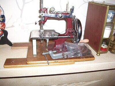 Vintage Essex Miniature Sewing Machine Working Order With Leaflet