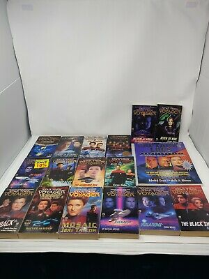 Huge lot of 17 Star Trek Voyager Books pocket - 2-8, 10-13, 16, Captains' Logs