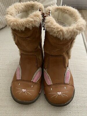 Girls Clarks Bunny Boots Size 5 1/2G Infant