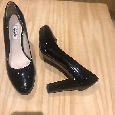 CLARKS NARRATIVE Ladies KENDRA SIENNA BLACK PATENT LEATHER COURT SHOES SIZE 5