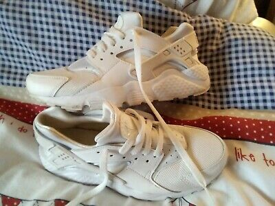 Nike huarache  ultra women's trainers size 5 white IN VERY GOOD CLEAN CONDITION