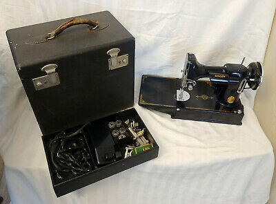 EXCELLENT Vintage Portable Singer Sewing Machine in Case w/Attachments