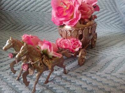 Wedding cake carriage topper