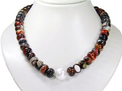 Very Beautiful Necklace in Agate in Wheel Shape with One Large Shell Core Pearl