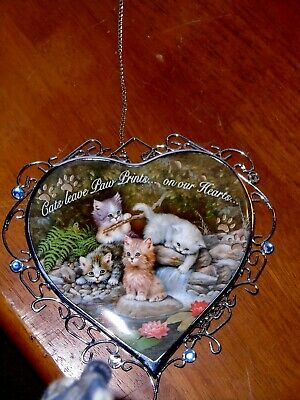 Charming Delicate Kitten Hanging Heart Wall Decoration--- Very Good Condition