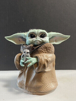 The Mandalorian  Baby Yoda with medallion star wars figurine sculpture figure