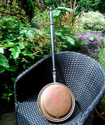 GEORGIAN COPPER WARMING PAN-WRIGGLE ROSE DECORATION-TURNED HANDLE c1800    %