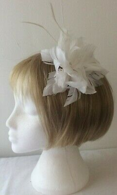 *SALE* White Soft Feather Fascinator Alligator Hair Clip - Pin BNWOT