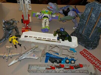 Huge Lot of Collectibles w/ Vintage Toys, Army, Cars, Nice! T75