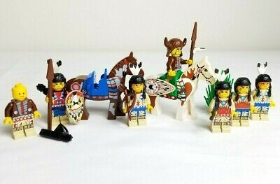 Lego Horse 6766 6763 with Green Blanket Left Side Red Hand Castle Minifigure