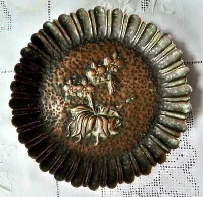 Arts & Crafts, Art Nouveau Era, Decorative Small Lipped Tray in Hammered Copper