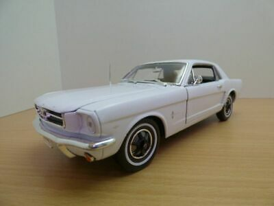 FORD MUSTANG coupe HARD TOP blanc 1/18 1964 1/2