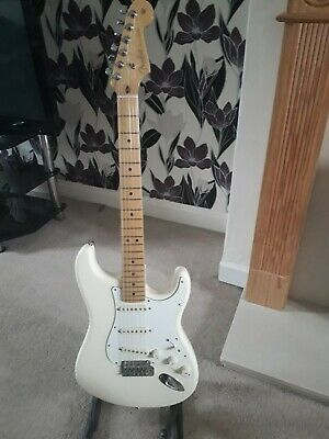 Fender USA American Stratocaster plays brilliantly. with Fender hard case