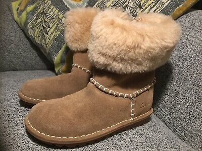 Clarks Girls Beige Suede Leather Boots Size 11.5G In Vgc