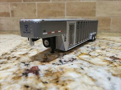 1:64 GreenLight Livestock Trailer Wilson Ranch Hand *GUN METAL GRAY*