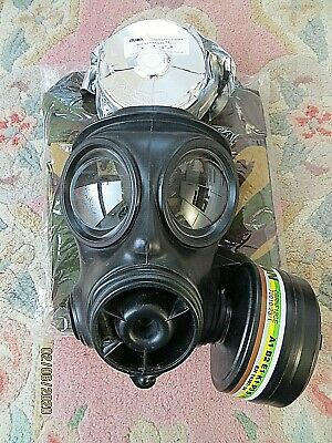 2007 British Army S10 Gas Mask Size 2, 2 Filters (1 Vacuum Wrapped) & New Bag!