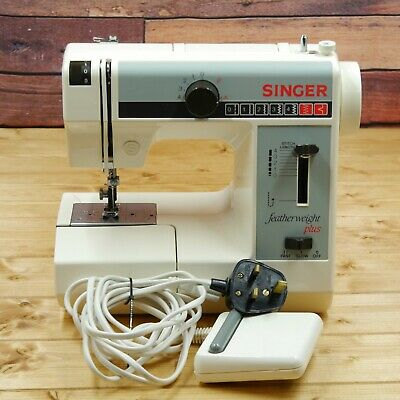 Singer Featherweight Plus Model 324 Electric Compact Sewing Machine
