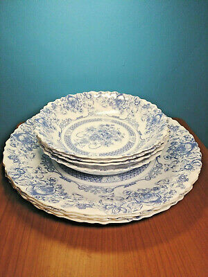 "Arcopal ""Honorine"" -  Four Scalloped Dinner Plates & Four Soup Bowls - France"