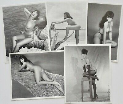 NOS Bettie Page Set of 5 Nude Pin-Up Lithographs 1 Hand Signed by Bunny Yeager