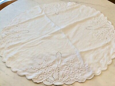 """Antique Embroderie Anglaise Daisies Round Table Cloth Topper 31"""""""