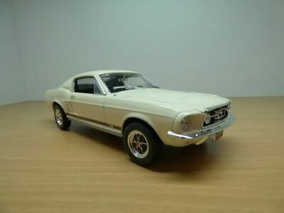 FORD MUSTANG GT fastback 1967 blanc 1/24