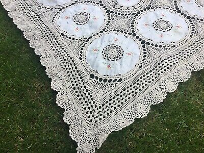 Beautiful Vintage Linen Lace Section Floral Embroidered Tablecloth Old Lace Trim