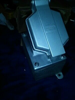 "Crouse-Hinds ENR21201 20A 125V Single Gang Dead End Receptacle Assembly 3/4"" NEW"