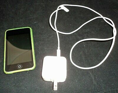 Apple iPod touch 4th Generation Black 8 GB with green case and power cord VGUC