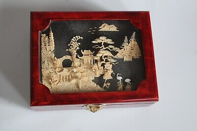 Chinese wooden lacquered jewellery box with intricate 3-D pattern under glass li