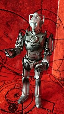 Doctor Dr Who CLASSIC INVASION CYBERMAN  action figure old   head lost a little