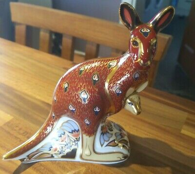 Royal Crown Derby Paperweight Kangaroo And Joey Gold Stopper