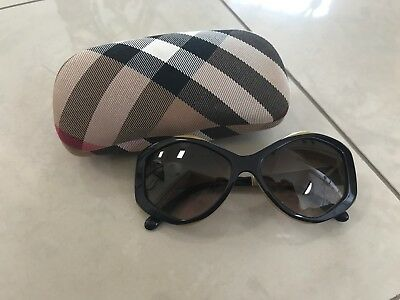 Burberry B4133 Sunglasses Colour Navy And Green
