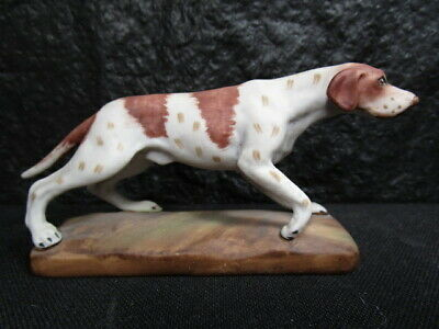 Enesco  BEAGLE OR POINTER  Figurine   -   Excellent detail