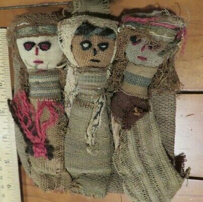 3 PERUVIAN CHANCAY BURIAL DOLLS MADE OF PRE COLUMBIAN TEXTILES, 10th.-14th. CENT