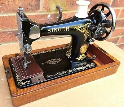 1936 Singer 128K Sewing machine with Rococo decals