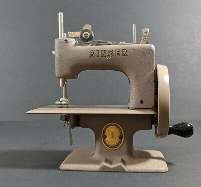 Vintage Singer SEWHANDY Child's Sewing Machine Model 20 With Original Box Exc+++