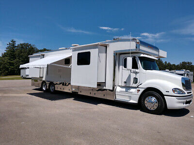 2008 45' Haulmark Motorhome Toterhome with 4 Slides Excellent Condition