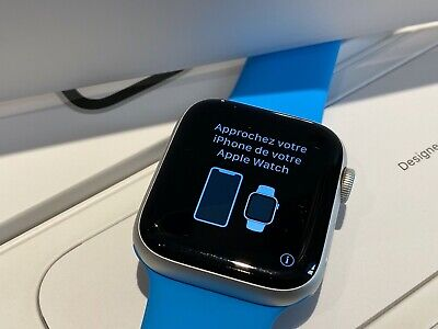 Apple Watch Series 4 Aluminium 44mm with Blue Sport Band
