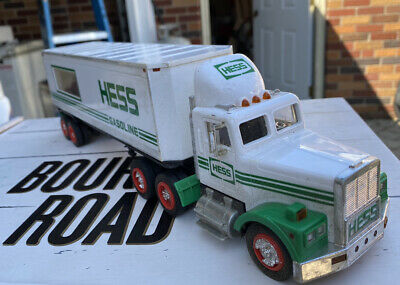 1992 Hess Gasoline Gas & Oil Toy Semi Truck Racer