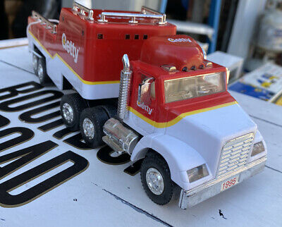 Vintage Toy Truck Classic Gasoline Collector 1995 Getty Gas Flated Car Trailer