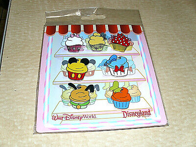 Disney * CUPCAKE STYLES - MICKEY & FRIENDS * New in Package 7 Pin Booster Set