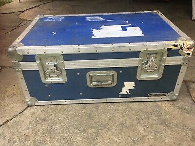 Large Anvil Road / Shipping Case 32 1/2 x 20 x 14. Interior dividers, no foam.