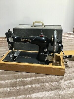 Vintage Retro Manual Singer Sewing Machine S1561019 In Case Black