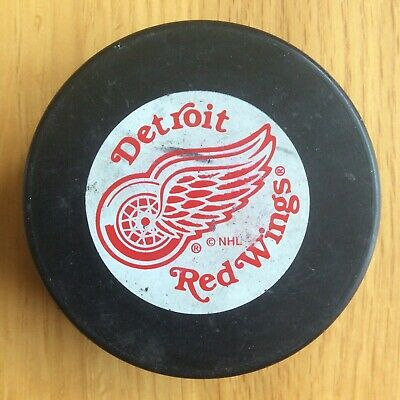 Detroit Red Wings Vintage NHL Ice Hockey Puck Official Merchandise Souvenir