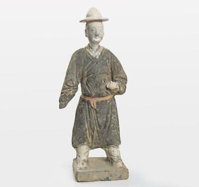 Large Chinese Ming terracotta statuette of an Attendant: Circa 16th century.