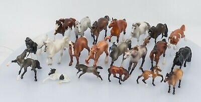 Breyer Stablemates Lot of 21 plus accessories