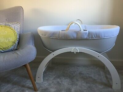 Shnuggle Dreami Moses Basket with Rocking Stand RRP £130